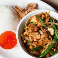 Снимок сделан в Lulu's Thai Noodle Shop пользователем Lulu's Thai Noodle Shop 6/8/2015