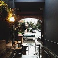 รูปภาพถ่ายที่ Intelligentsia Coffee & Tea โดย Jesse T. เมื่อ 12/1/2012