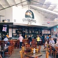10/17/2013 tarihinde Jesse T.ziyaretçi tarafından Golden Road Brewing'de çekilen fotoğraf