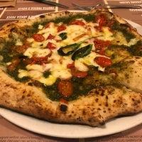 Photo prise au 'Ntretella - Pizzeria Friggitoria par George H. le6/14/2018