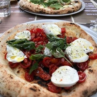 Photo prise au 'Ntretella - Pizzeria Friggitoria par George H. le6/11/2018