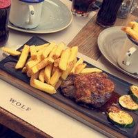 Das Foto wurde bei WOLF Burger&Steak von Malduaij *. am 7/14/2018 aufgenommen