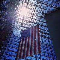 รูปภาพถ่ายที่ John F. Kennedy Presidential Library & Museum โดย Dawn Z. เมื่อ 6/1/2013