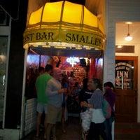 Foto tomada en Smallest Bar por Amy el 12/3/2012