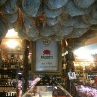 Foto tomada en Paciotti Salumeria por Olio F. el 11/9/2012