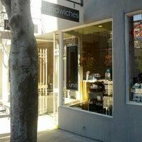 Foto tirada no(a) Durso Cafe & Juice Bar por Josh A. em 1/30/2013