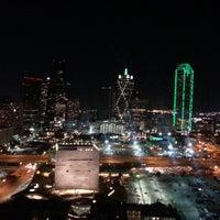 12/2/2012 tarihinde Trinh H.ziyaretçi tarafından W Dallas - Victory'de çekilen fotoğraf