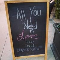 Foto tirada no(a) The Café Grind por Katy W. em 5/17/2013