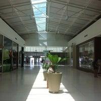 Foto tomada en Via Verde Shopping por Roberto G. el 9/29/2012