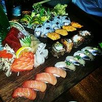 Foto tomada en Blue Ribbon Sushi por Kenny T. el 1/16/2013