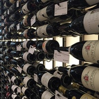 Foto tomada en Crush Wine & Spirits por Sherri W. el 10/29/2015