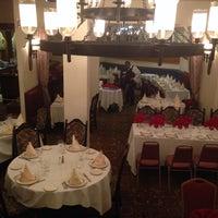 6/24/2015 tarihinde Marbella Restaurantziyaretçi tarafından Marbella Restaurant'de çekilen fotoğraf