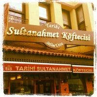 Снимок сделан в Tarihi Sultanahmet Köftecisi пользователем Serdar K. 5/14/2013