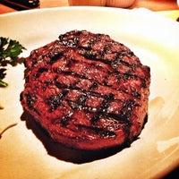 Das Foto wurde bei Houston's Restaurant von wutt am 11/22/2012 aufgenommen
