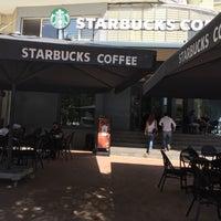 Foto scattata a Starbucks da Işıl C. il 10/22/2016