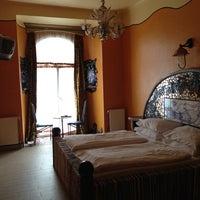 รูปภาพถ่ายที่ Hotel Urania โดย Tanya M. เมื่อ 5/12/2013