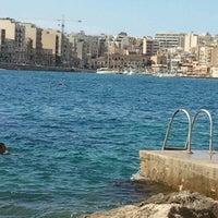 Photo prise au Gardens Sliema Sea Front par Stephanie L. le10/14/2012