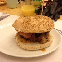 2/3/2013에 Zoya I.님이 La Castanya Gourmet Burger에서 찍은 사진