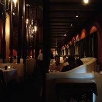 Foto tomada en The Dresden Restaurant por Doug S. el 5/19/2013