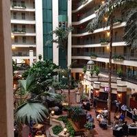 8/1/2013 tarihinde Brenden S.ziyaretçi tarafından Embassy Suites by Hilton Santa Ana Orange County Airport'de çekilen fotoğraf