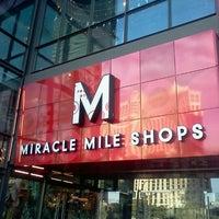 รูปภาพถ่ายที่ Miracle Mile Shops โดย Gabriel G. เมื่อ 11/21/2012
