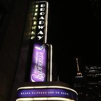 Foto tirada no(a) Broadway Theatre por Cari em 12/28/2012