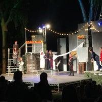 Foto scattata a Griffith Park Free Shakespeare Festival da Trent V. il 8/29/2015