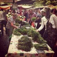 Photo prise au Wochenmarkt am Maybachufer par E. P. le6/18/2013