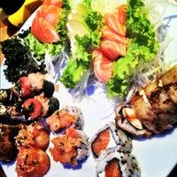 Foto tirada no(a) Hanbai Sushi Bar por Rodrigo B. em 11/5/2012
