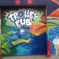 Foto tirada no(a) Trolley Pub por Benjamin G. em 7/21/2013