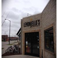 4/24/2013 tarihinde Kyle T.ziyaretçi tarafından Lemonjello's Coffee'de çekilen fotoğraf