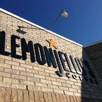 Foto tirada no(a) Lemonjello's Coffee por Kyle T. em 5/24/2013