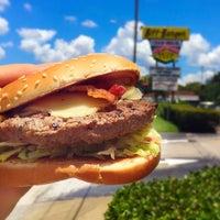 Das Foto wurde bei Biff Burger von Bae Burger B. am 6/3/2016 aufgenommen
