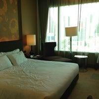 5/10/2013 tarihinde 917ziyaretçi tarafından Eastin Grand Hotel Sathorn'de çekilen fotoğraf