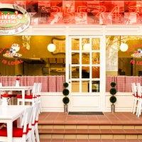 Foto scattata a Olivia's Pizzeria da Turgut K. il 11/29/2012