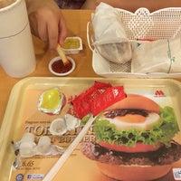 Photo prise au MOS Burger par Roy C. le10/17/2014