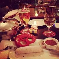 9/22/2012 tarihinde Michael V.ziyaretçi tarafından Cafe Engländer'de çekilen fotoğraf