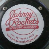 Foto tomada en Johnny Rockets por Ronald D. el 9/24/2012
