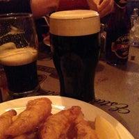 Foto scattata a McMullan's Irish Pub da Shake N B. il 4/11/2013