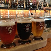 Photo prise au Deschutes Brewery Portland Public House par Gloria M. le6/30/2013