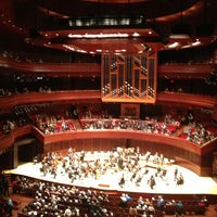 Foto diambil di Kimmel Center for the Performing Arts oleh Dave R. pada 3/29/2013