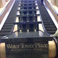 Снимок сделан в Water Tower Place пользователем Andrea F. 10/12/2013