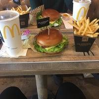 Das Foto wurde bei McDonald's von Gwen V. am 7/3/2017 aufgenommen