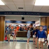 Foto tomada en Auburn University Bookstore por Stephen G. el 9/28/2019