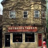 Foto tomada en Guthrie's Tavern por Janice G. el 3/6/2016
