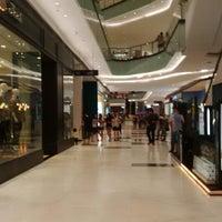 Photo prise au Lippo Mall Puri par Nicomedes D. le7/25/2015
