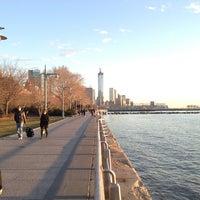 รูปภาพถ่ายที่ Hudson River Park โดย Roland L. เมื่อ 3/31/2013