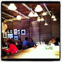 Foto scattata a La Xina & Luzia da Summer T. il 11/2/2012