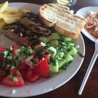 Foto scattata a Капаните (The small seafood restaurants by the beach) da Me4onyx il 10/22/2016