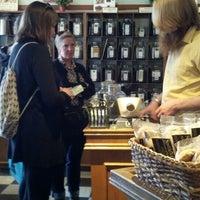 6/10/2016 tarihinde s p.ziyaretçi tarafından Perennial Tea Room'de çekilen fotoğraf